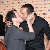 Irandhir Santos e Matheus Nachtergaele dão selinho em evento do Festival do Rio