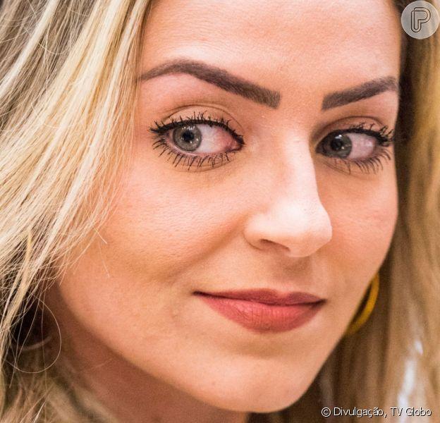 A participante do 'Big Brother Brasil', Paula, pode ser condenada a três anos de prisão por racismo religioso