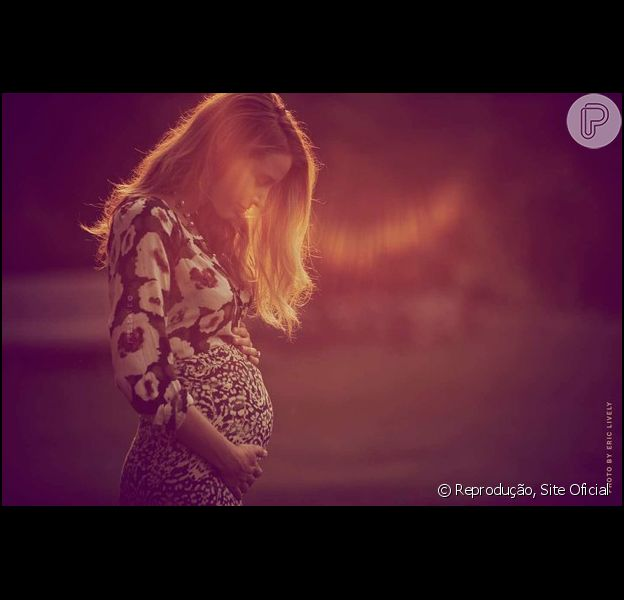 Blake Lively anuncia que está grávida de seu primeiro filho com Ryan Reynolds, em 6 de outubro de 2014