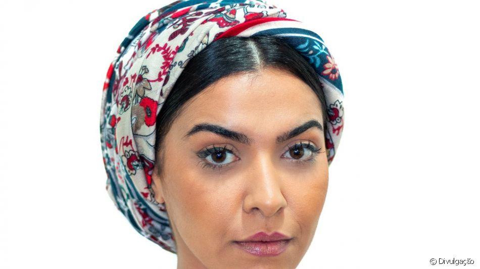 Veja detalhes de como fazer um penteado com turbante