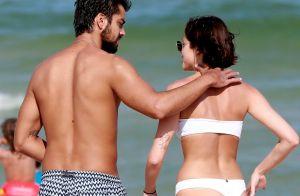 Agatha Moreira e Rodrigo Simas curtem praia no Rio e trocam beijos. Fotos!