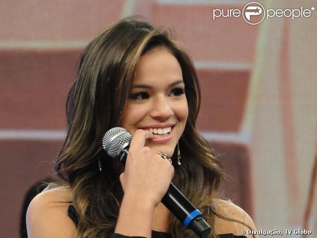 Bruna Marquezine fala sobre seu namoro com Neymar no Domingão do Faustão, no último domingo, em 17 de fevereiro de 2013
