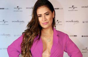 Simone destaca curvas em look utilitário e surpreende fãs: 'Como emagreceu'