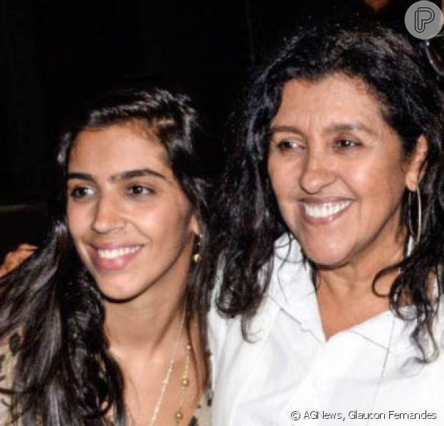 Regina Casé e a filha mais velha, Benedita, chamaram atenção pela semelhança física