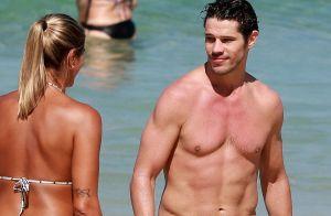 José Loreto joga futevôlei e posa para fotos com fãs em praia do Rio. Veja!