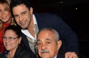 Zezé Di Camargo chora ao falar da saúde do pai, seu Francisco: 'Dei banho nele'