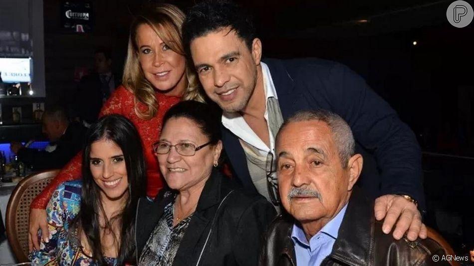 Zezé Di Camargo chorou ao falar do pai, seu Francisco, no programa 'Tamanho Família' deste domingo, 21 de abril de 2019: 'Tive o privilégio de dar banho nele'