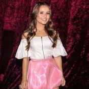 Larissa Manoela usa saia balonê de vinil rosa na SPFW: 'Adoro peças diferentes'