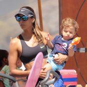 Flavia Sampaio leva Balder, seu filho com Eike Batista, para passear na praia