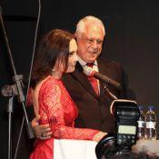 Regina Duarte é prestigiada por Antônio Fagundes em abertura de sua exposição
