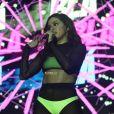 Promovendo shows na Angola, Anitta ainda não se pronunciou sobre o suposto affair com Mc Rebecca