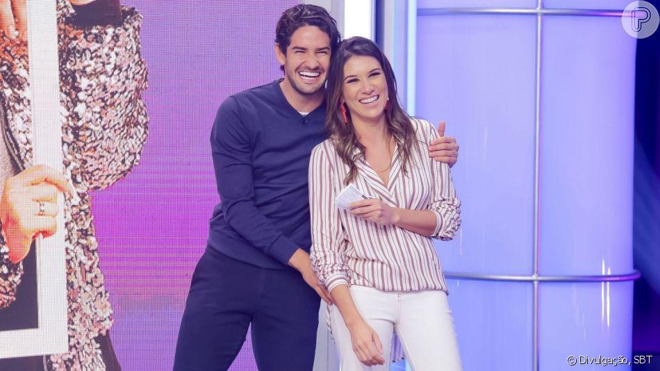 Com pescoço imobilizado, Alexandre Pato recebeu cuidados de Rebeca Abravanel nesta segunda-feira, 6 de maio de 2019