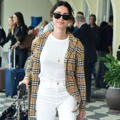 Thaila Ayala alia camisa vintage a mocassim xadrez Burberry ao viajar. Fotos!