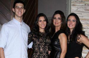 Fátima Bernardes celebra Dia das Mães com os trigêmeos e a mãe: 'Que benção'