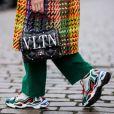 O dad sneaker garante looks com pegada esportiva e fashion no outono e no inverno