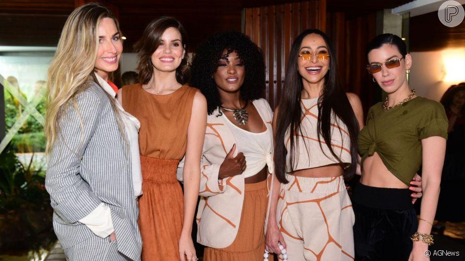 Famosas apostam em looks terrosos para desfile de moda