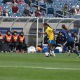 Formiga, meia-campista da Seleção Brasileira, tem o porte físico de um atleta de 22 anos