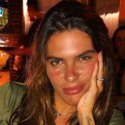 Mariana Goldfarb exibe corpo magro em foto e questiona: 'Acha que tô feliz?'
