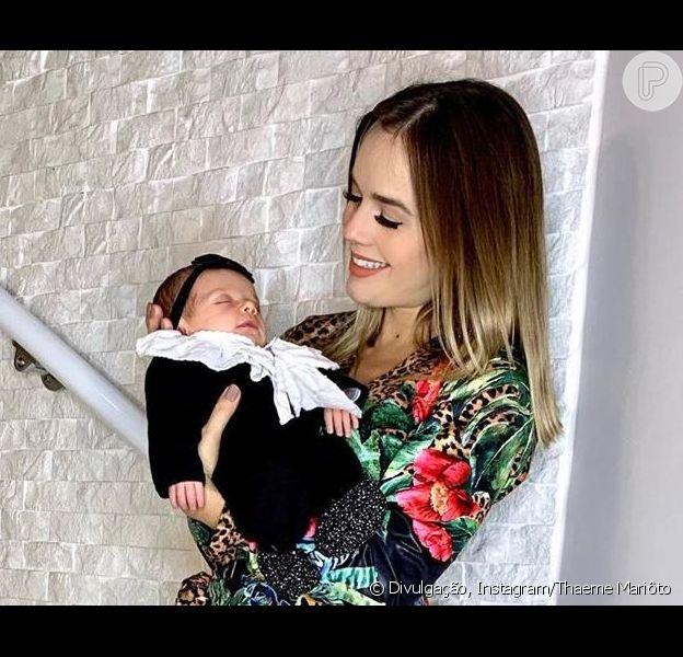 Thaeme mostra a filha, Liz, sorrindo durante o sono em vídeo postado no Instagram Stories