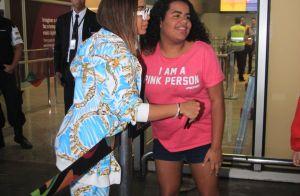 Moschino & LV: de volta ao Rio, Anitta usa aerolook grifado. Aos detalhes!
