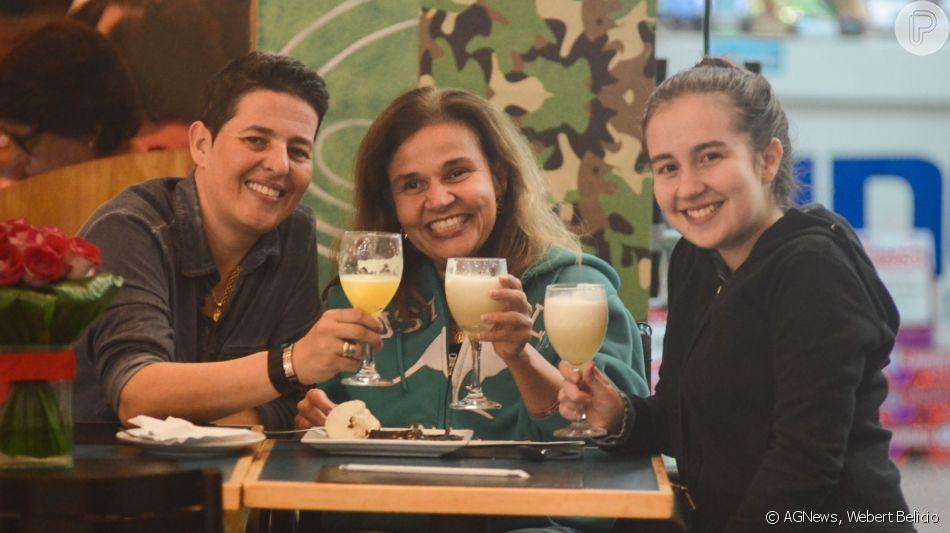 Claudia Rodrigues brindou com a filha e a empresária, em festa de aniversário nesta sexta-feira, 7 de junho de 2019
