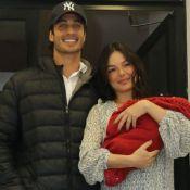 Isis Valverde e Rael roubam a cena em foto em família com André Resende: 'Amor'
