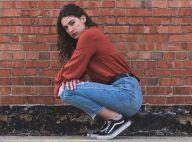 Calça jeans e tênis não saem da moda! Veja dicas para deixar o look com estilo