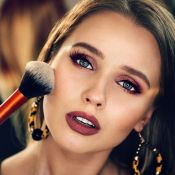 Make sem erros: 5 hábitos que podem envelhecer o rosto na hora de se maquiar
