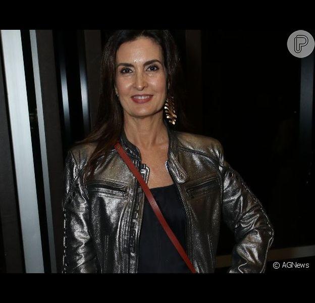 Fashion glow: Fátima Bernardes dá tom rocker a look com jaqueta poderosa para show na noite de sexta-feira, dia 15 de junho de 2019