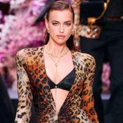 O desfile da Versace em Milão tem as principais tendências desta temporada