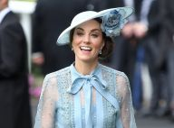 Decote pussybow & poás: o look ladylike de Kate Middleton no Royal Ascot. Fotos!