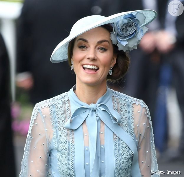 Decote pussybow & poás! Kate Middleton usa look ladylike no Royal Ascot nesta terça-feira, dia 18 de junho de 2019