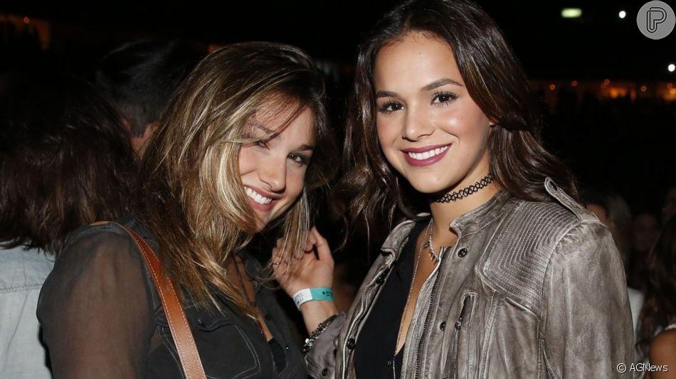 Bruna Marquezine e Sasha Meneghel cortam o cabelo juntas nesta terça-feira, dia 18 de junho de 2019