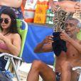 Nova namorada de Romário acompanhou o ex-jogador em dia de praia neste feriado de Corpus Christi, 20 de junho de 2019
