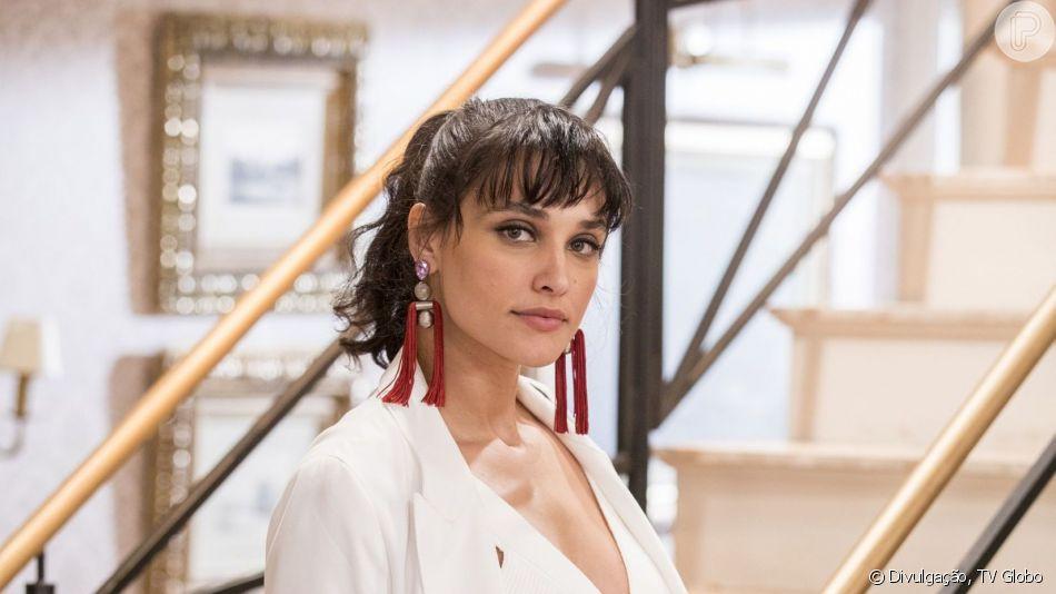 Debora Nascimento chorou ao recordar ter sido vítima de assédio em voo aos 19 anos: 'Nem dormi'