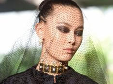 O desfile de alta-costura da Dior é uma série de looks pretos nada básicos