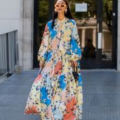 Vestido no frio: estampa floral aquece os looks e é favorita entre fashionistas