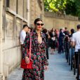 Vestido floral também foi a escolha de Giovanna Battaglia para a Paris Fashion Week