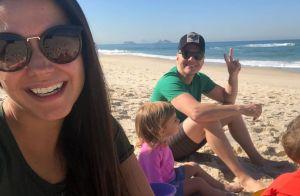 Thais Fersoza filma Teló brincando com os filhos em praia: 'Castelo de areia'