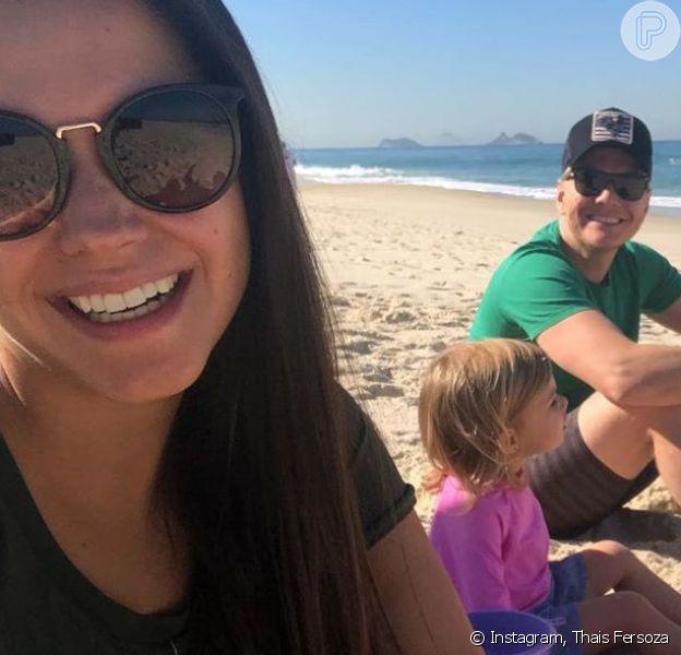 Thais Fersoza e Michel Teló levaram os filhos a uma praia do Rio de Janeiro nesta quinta-feira, 11 de julho de 2019