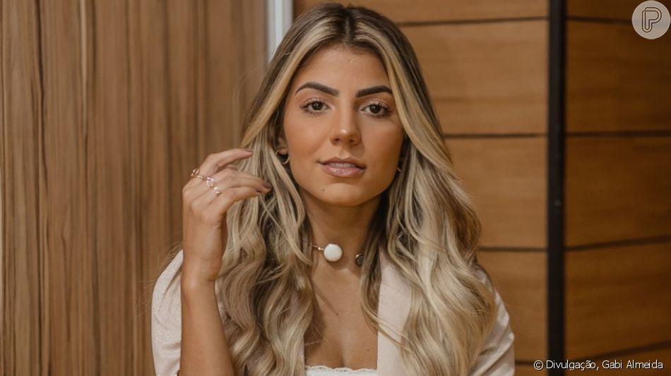 Ex-BBB, Hariany Almeida aposta em tênis de luxo para gravação nesta sexta-feira, dia 12 de julho de 2019