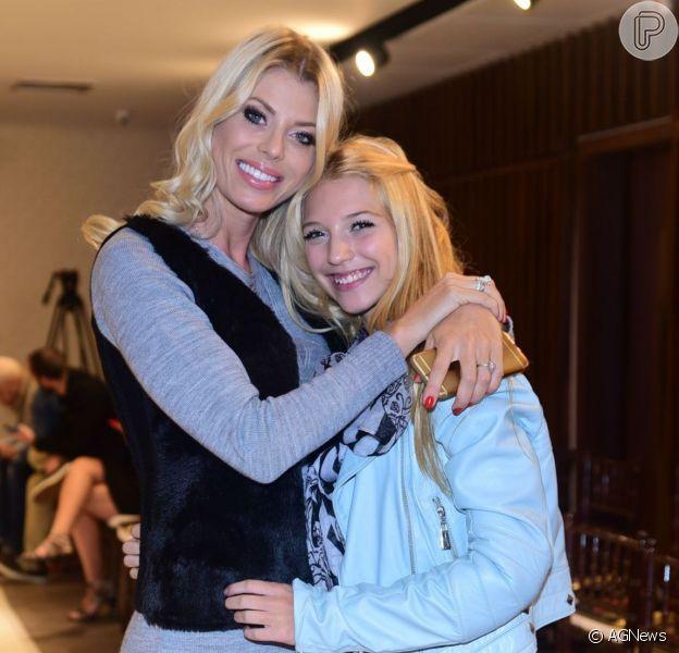 Filha de Carol Bittencourt rejeita crítica por foto sorrindo 3 meses após morte da mãe: 'Estou viva'