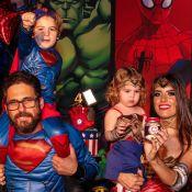 Sertanejo Hudson, mulher e filhos usam look de Super-Heróis em festa temática