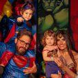 Filho do sertanejo Hudson, Davi esbanjou fofura ao imitar gestos do Super-Homem em sua festa de aniversário, nesta quinta-feira, 18 de julho de 2019