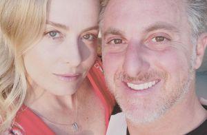 Angélica ganha elogio de Luciano Huck ao usar maiô com transparência: 'Miss'