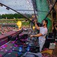 Alok e Romana Novais tiveram a gravidez anunciada ao público no palco do festival Tomorrowland, na Bélgica, após uma apresentação do DJ