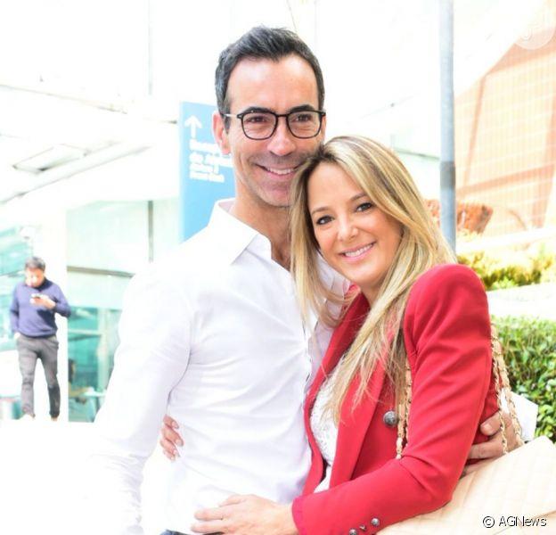 Filha caçula de Ticiane Pinheiro, Manuella foi fotografada pela mãe assistindo ao pai, Cesar Tralli, na TV