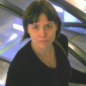 Leticia Colin mostra novo visual e barriga de gravidez em ida ao shopping