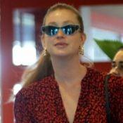 Marina Ruy Barbosa aposta em look animal print e óculos retrô para almoço no Rio