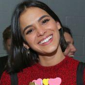 Suéter de lã e mochila militar: o estilo de Bruna Marquezine em seu aniversário